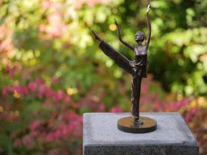 Beeld ballerina - Tuinbeeld - brons - Dansende vrouw - Bronzartes - 35 cm hoog