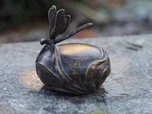 Urn brons - Grafdecoratie - bronzen beeld - Libelle - Bronzartes - 5 cm hoog