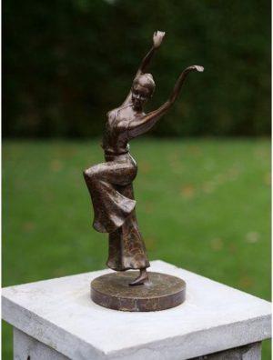 Beeld brons - Tuinbeeld - Dansende vrouw - 32 cm hoog