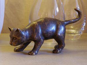 Tuinbeeld - bronzen beeld - Bruine kat / poes - Bronzartes - 13 cm hoog