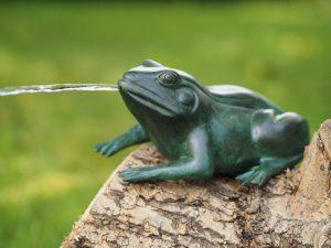 Waterornament - bronzen beeld - groene kikker - Bronzartes - 9 cm hoog