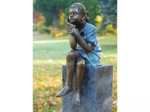 Tuinbeeld - bronzen beeld - zittend meisje - Bronzartes - 64 cm hoog