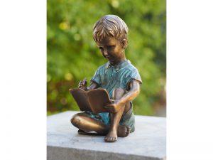 Tuinbeeld - bronzen beeld - Schrijvend Jongetje - Bronzartes - 15 cm hoog