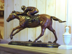 Tuinbeeld - bronzen beeld - Jockey op Race Paard - Bronzartes - 34 cm hoog