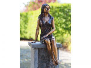 Tuinbeeld - bronzen beeld - Zittend meisje - Bronzartes - 55 cm hoog