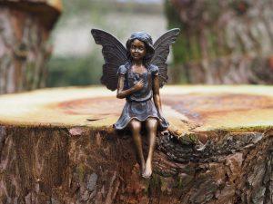Tuinbeeld - bronzen beeld - Zittende fee - Bronzartes - 20 cm hoog
