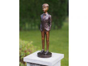 Tuinbeeld - bronzen beeld - keurige jongen