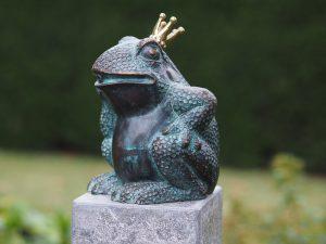 Tuinbeeld - bronzen beeld - Kikkerkoning - Bronzartes - 17 cm hoog