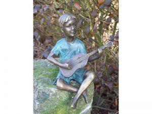 Tuinbeeld - bronzen beeld - Jongen met gitaar - Bronzartes - 19 cm hoog