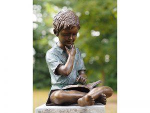 Tuinbeeld - bronzen beeld - Jongen met boek - Bronzartes - 40 cm hoog