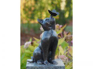 Tuinbeeld - bronzen beeld - Kat met vlinder - Bronzartes - 38 cm hoog