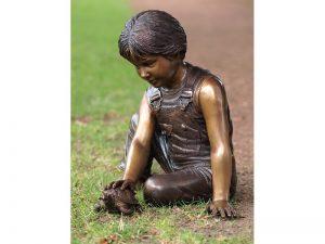 Tuinbeeld - bronzen beeld - Jongen met schildpad - 48 cm hoog