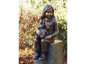 Tuinbeeld - bronzen beeld - Meisje met teddy - 71 cm hoog