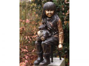 Tuinbeeld - bronzen beeld - Meisje op stoel met teddy - 0 cm hoog