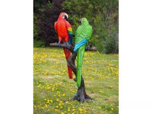 Tuinbeeld - bronzen beeld - 2 Gekleurde papegaaien op boomstam - 175 cm hoog