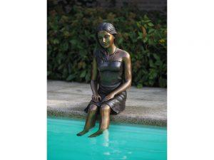 Tuinbeeld - bronzen beeld - Zittend meisje - 95 cm hoog