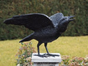 Tuinbeeld - bronzen beeld - Raaf met open vleugels - 38 cm hoog