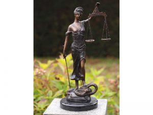 Tuinbeeld - bronzen beeld - Kleine vrouw justitia - 45 cm hoog