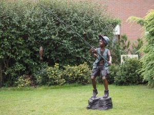 Tuinbeeld - bronzen beeld - Visser op rots - 140 cm hoog