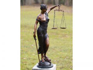 Tuinbeeld - bronzen beeld - Vrouw Justitia - 89 cm hoog