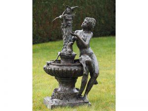Tuinbeeld - bronzen beeld - Vrouw zittend op fontein met 2 vogels - 160 cm hoog