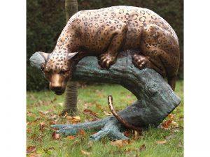 Tuinbeeld - bronzen beeld - Jachtluipaard op boomstam - 88 cm hoog