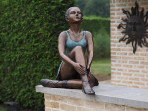 Tuinbeeld - bronzen beeld - Zittende ballerina - 66 cm hoog