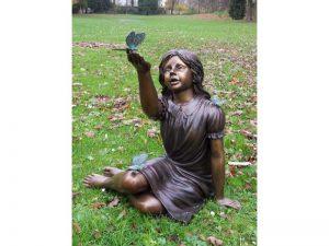 Tuinbeeld - bronzen beeld - Meisje met vlinder  - 71 cm hoog