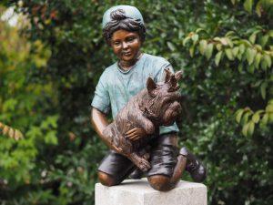 Tuinbeeld - bronzen beeld - Jongen met hon (zonder sokkel) - 67 cm hoog