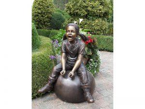 Tuinbeeld - bronzen beeld - Meisje op bal - 92 cm hoog
