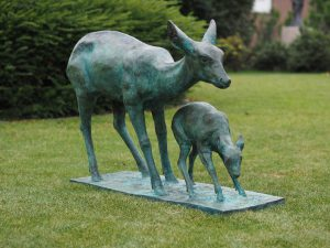 Tuinbeeld - bronzen beeld - Ree met baby - 80 cm hoog