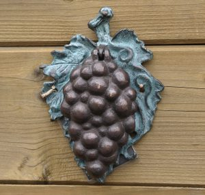 Beeld brons - tuinbeeld - Druiventros deurkloper - 15 cm hoog