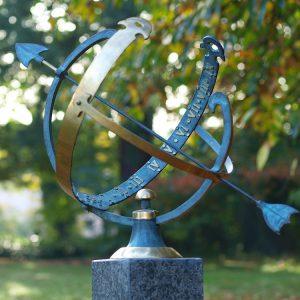 Tuinbeeld - bronzen beeld - Zonnewijzer - Bronzartes - 45 cm hoog