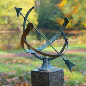 Tuinbeeld - bronzen beeld - Zonnewijzer - Bronzartes - 35 cm hoog