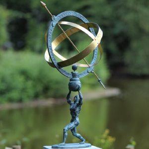 Tuinbeeld - bronzen beeld - Man met zonnewijzer - Bronzartes - 70 cm hoog