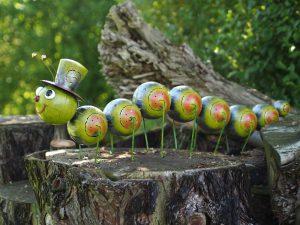 Tuinbeeld - Duizendpoot met hoed groot - 34 cm hoog